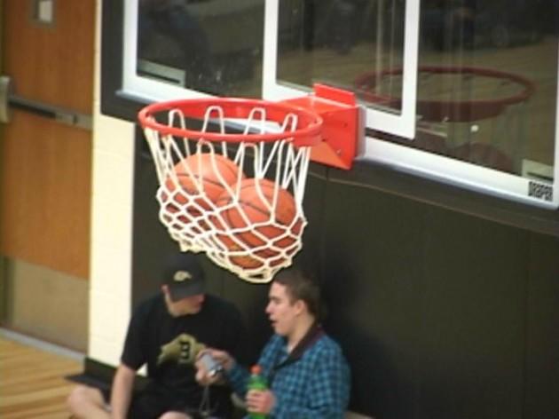 Stuck-Basketballs - Kevin Koile - wyopreps.com